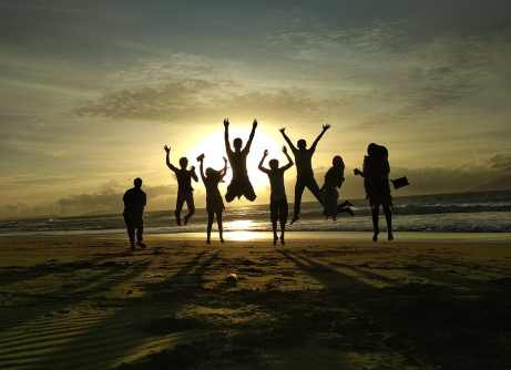 sunset-friends-people-happy-silhouette